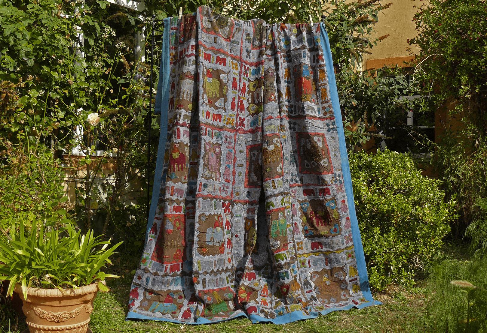 blaue indische tagesdecke in patchwork technik mit. Black Bedroom Furniture Sets. Home Design Ideas