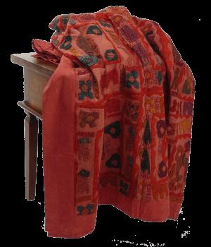 Rote Patchwork-Decke mit applizierten Elefanten