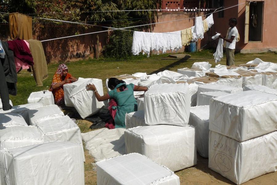 Pakete werden zum Export verpackt