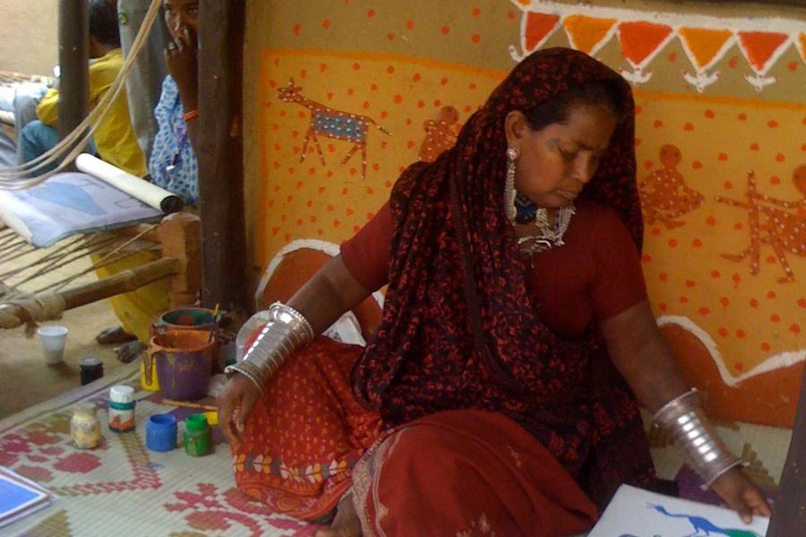 Malerin auf einem indischen Markt