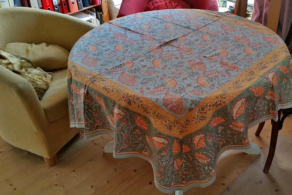 Handbedruckte Tischdecke aus Indien