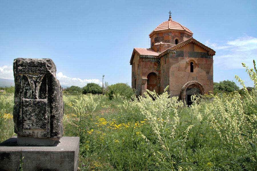 """Kirche in Armenien, Foto von Kirsten Mann, Kunstfest """"Das Tor"""""""